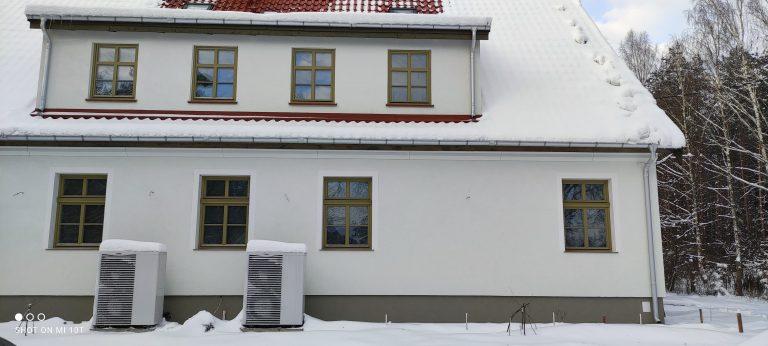 Budynek pensjonatowy w Zielonowie: kaskada powietrznych pompa ciepła, ogrzewanie podłogowe, instalacje wod-kan