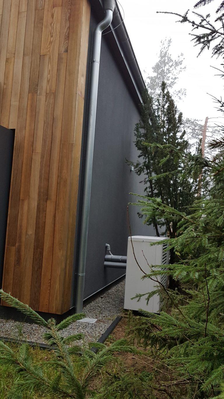 Budynek mieszkalny w Pluskach: powietrzna pompa ciepła, ogrzewanie podłogowe, rekuperacja, instalacje wod-kan