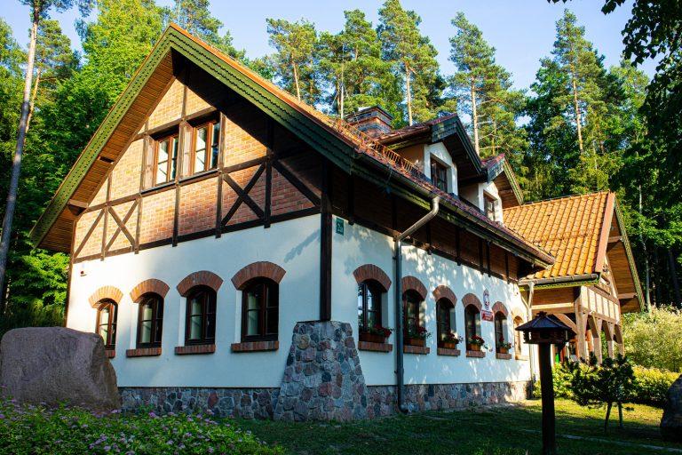 Budynek Edukacyjny w Kudypach: gruntowa pompa ciepła, instalacje grzewcze i wod-kan