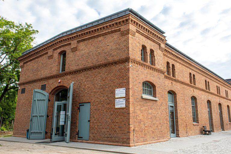 Bank Żywności w Olsztynie: gruntowa pompa ciepła, kotłownia gazowa, ogrzewanie podłogowe, instalacje sanitarne
