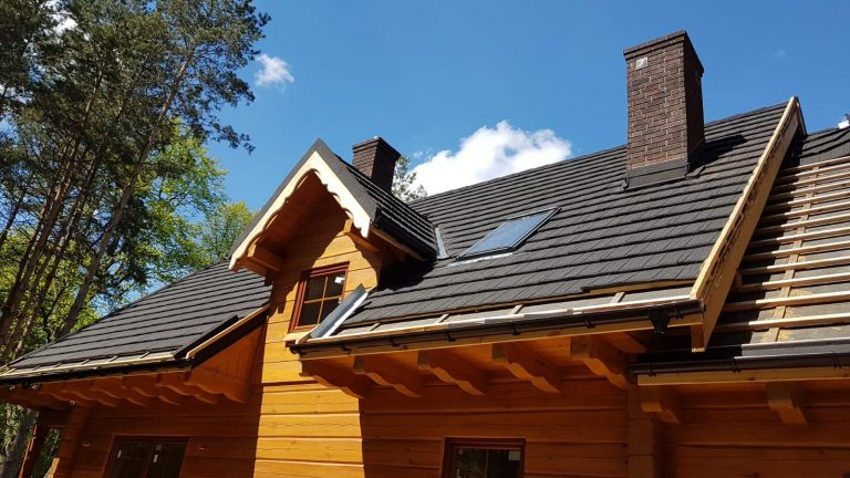 Budynek mieszkalny w Idzbarku: powietrzna pompa ciepła, fotowoltaika, ogrzewanie grzejnikowe, instalacja wod-kan
